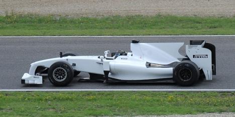 08.2010 Pirelli проводит  первые теcты покрышек для  F1