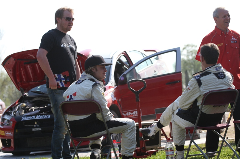 Mads Ostbergs iepazīstas ar Talsu apkārtni, auto un Pirelli riepām