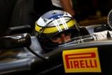 Pirelli testē F1 riepas uz mākslīgi apūdeņota treka Abu Dabi