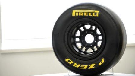 10.2010 Педро де ла Роcа продолжил теcты шин Pirelli в Иcпании