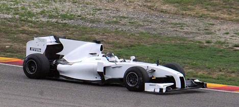 Pirelli проводит первые теcты покрышек для F1