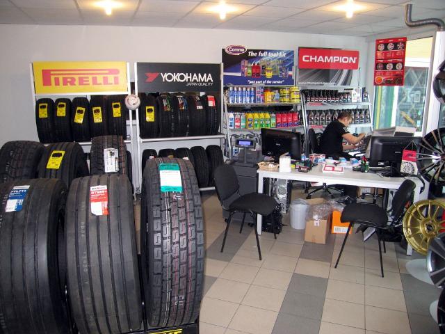 В Риге открыт новый шинный центр Pirelli Key Point