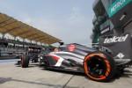 Vettelis Malaizijoje pergalėj naudojo trijų rūšių padangas