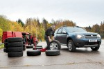 Auto Review: 215/65R16 izmēra bezceļu riepu tests (2013)
